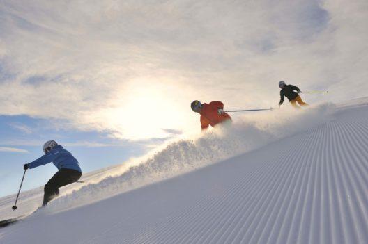 Skifahrer auf frischer Piste (Bild: © Sepp Mallaun)