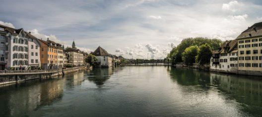 Solothurn: Sicht über die Aare auf die Altstadt mit der St. Ursenkathedrale (Bild: Schweiz Tourismus / swiss-image.ch / Markus Bühler-Rasom)