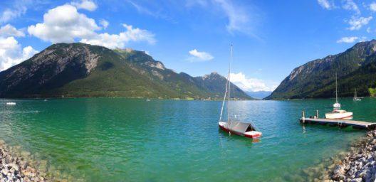 Sicht von Pertisau auf den Achensee (Bild: Martin Luminar - shutterstock.com)