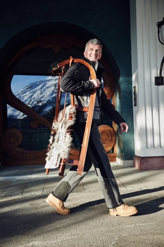 Ob zum Schlitteln, Wandern oder für den Besuch einer Käserei – mit Urs sind die Gäste des Carlton Hotels St. Moritz immer gut unterwegs!