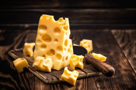 Käse auf dem Herbsfest in Bellinzona geniessen (© Sunny Forest - shutterstock.com)