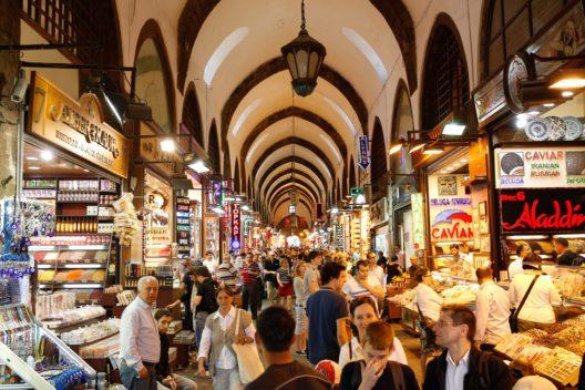 Grosser Basar in Istanbul (Bild: Rob van Esch - shutterstock.com)