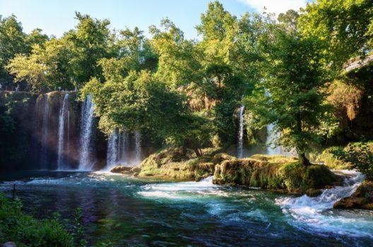 Düden Wasserfall in Antalya (Bild: Dmitry Polonskiy - shutterstock.com)