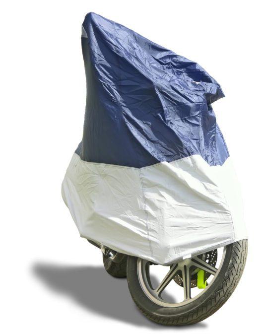 Das Motorrad gegen Wind & Wetter schützen (Bild: Vladimir Caplinskij - shutterstock.com)