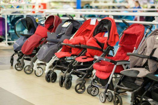 Die Auswahl an Kinderwagen ist ziemlich gross (Bild: © Andrey Burkov - shutterstock.com)