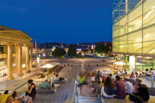 Treppe am kleinen Schlossplatz, Königsbau, Kunstmuseum, Schlossplatz, Stuttgart, Baden-Württemberg, Deutschland (Bild: © Stuttgart Marketing GmbH / Werner Dieterich)