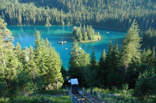 Caumasee Juli 2008, Pegelhochstand, > 997 m ü. M. (Bildquelle: Gemeinde Flims)