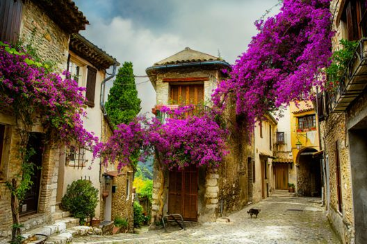 Alte Dörfer in der Provence entdecken (Bild: Konstanttin - shutterstock.com)
