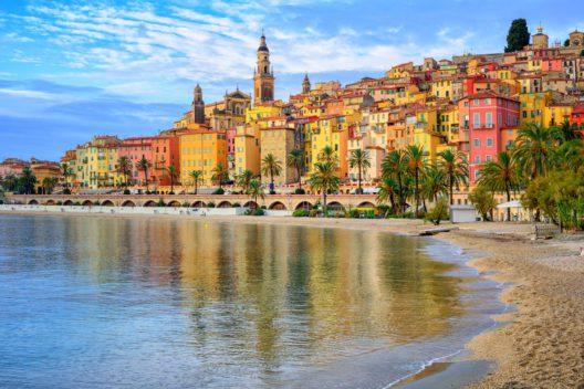 Menton an der Côte d'Azur (Bild: Boris Stroujko - shutterstock.com)