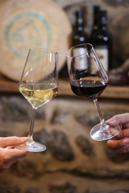 Wein gehört zum Traubenfest in Donnas. (Bild: © Enrico Romanzi)