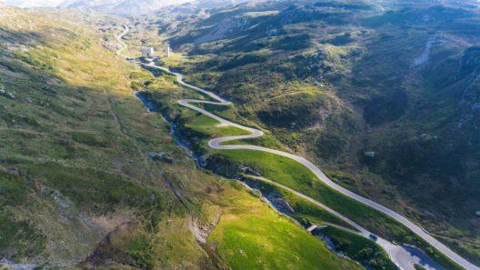 Der 2066 Meter hoch gelegene San Bernardino-Pass (Bild: © alexandre zveiger - shutterstock.com)