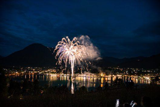Brillantenfeuerwerk (Bild: © Althoff Seehotel Überfahrt)
