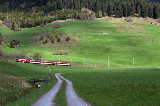 Rhätische Bahn bei Disentis (Bild: SCK_Photo - shutterstock.com)