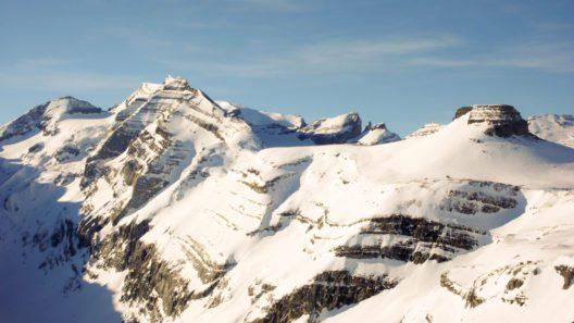 Disentis - ein traumhaftes Winterreiseziel (Bild: makasana photo - shutterstock.com)