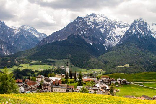 Ftan, Unterengadin (Bild: Vollverglasung - shutterstock.com)