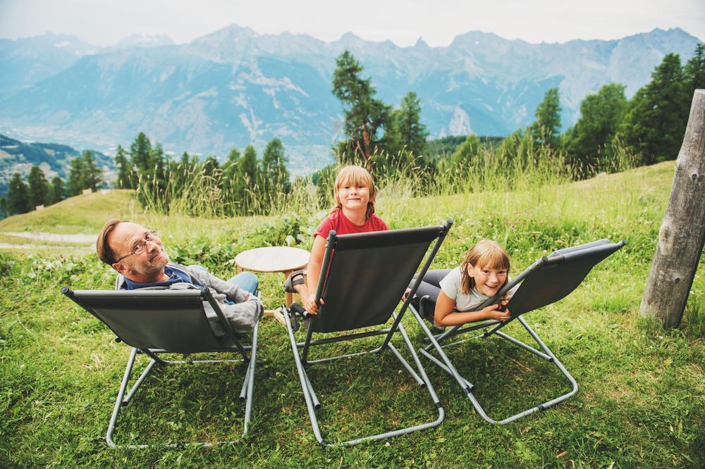 Camping im Wallis - ein Erlebnis für Klein und Gross (Bild: Anna Nahabed - shutterstock.com)