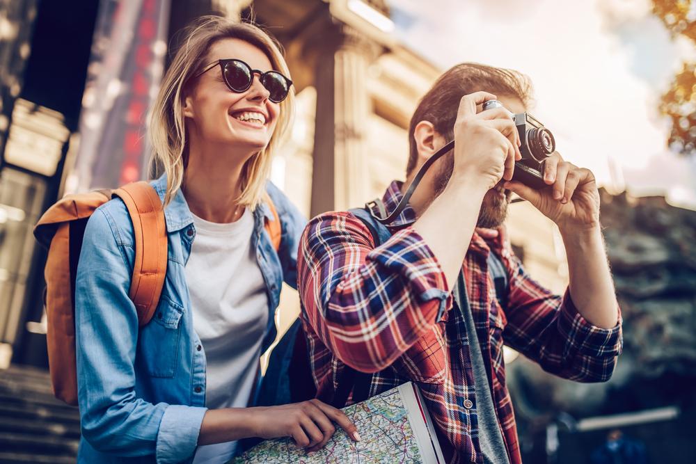 Richtig ausgerüstet auf Städtetour gehen (Bild: 4 PM production - shutterstock.com)