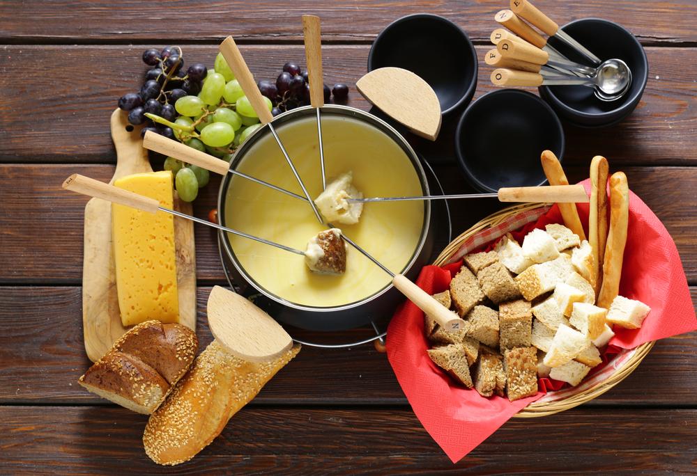 Echtes Schweizer Käsefondue ist und bleibt eine fabelhafte Leckerei. (Bild: Dream79 - shutterstock.com)