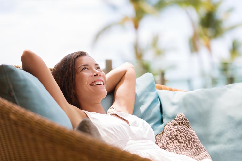 Mit einer Kreditkarte sorgenfreie Ferien geniessen (Bild: Maridav – shutterstock.com)