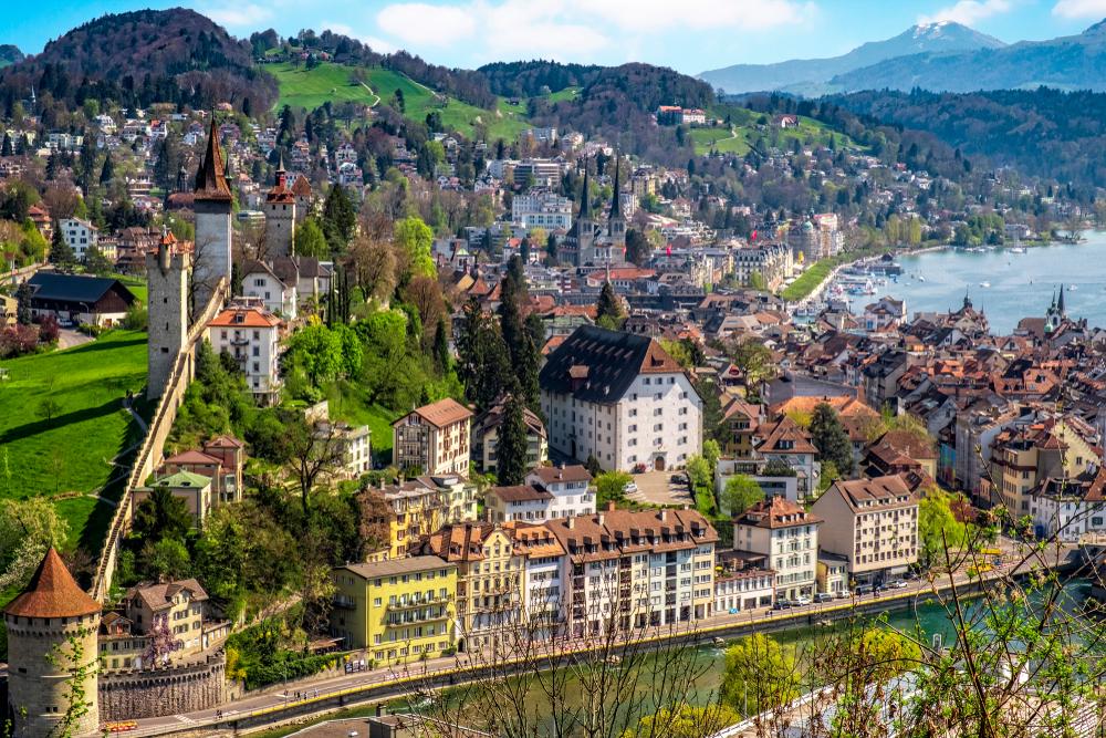 Blick auf Luzern mit der Museggmauer (Bild: mezzotint - shutterstock.com)