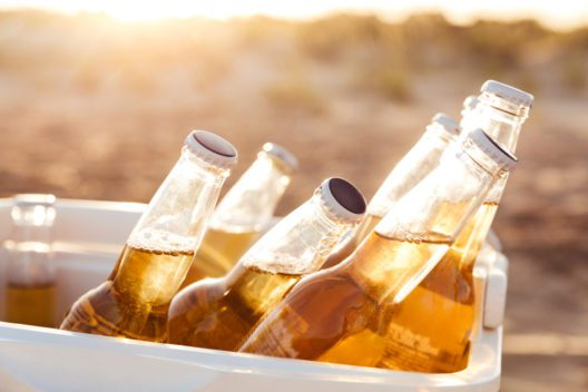 feature post image for Wie kühle ich meine Getränke und Lebensmittel beim Campen?