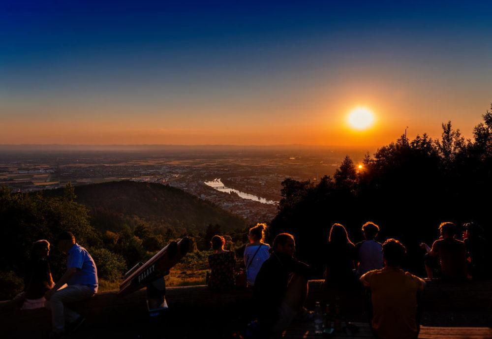 Touristen geniessen die romantischen Sonnenuntergänge in Heidelberg (Bild: © Heidelberg Marketing GmbH, Foto Tobias Schwerdt)