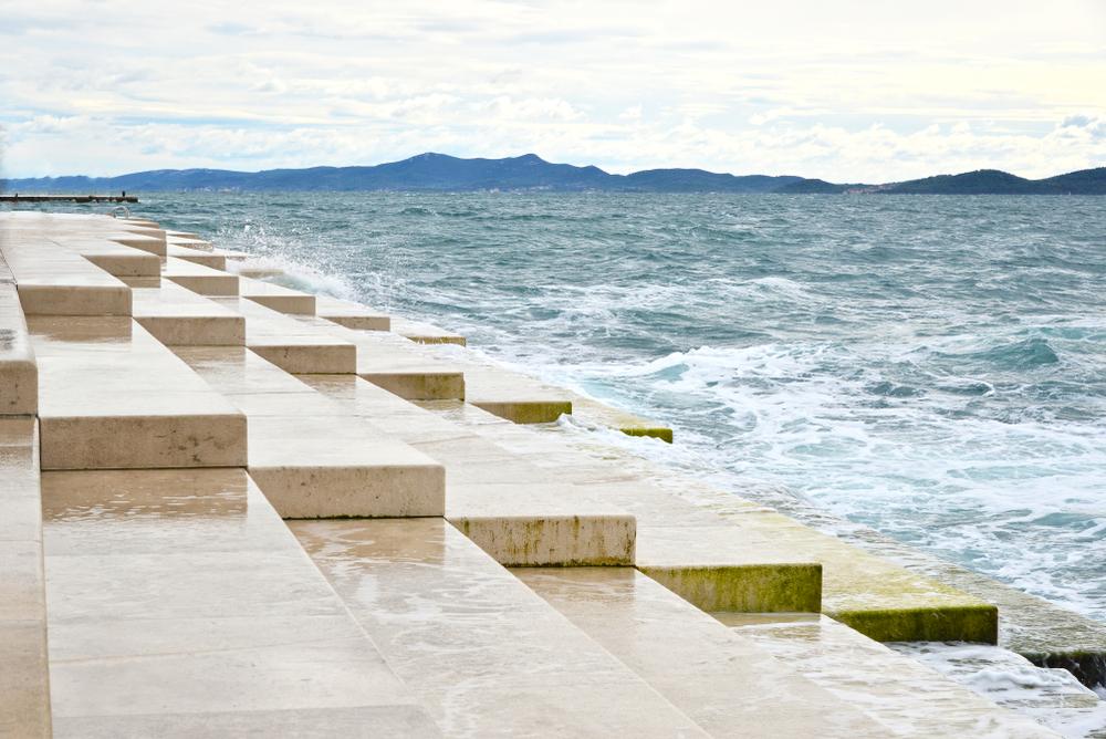 Meeresorgel an der Uferpromenade. (Bild: Beehappy28 - shutterstock)