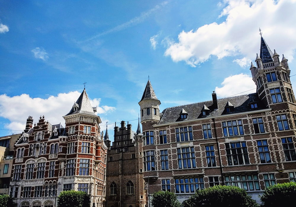 Historische Gebäude in Antwerpen. (Bild: Mari Jaszczuk - shutterstock)