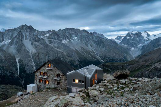 Bergkabine Aiguilles Rouges im Wallis, Schweiz (Bild: Jeroen van Rooijen – shutterstock.com)
