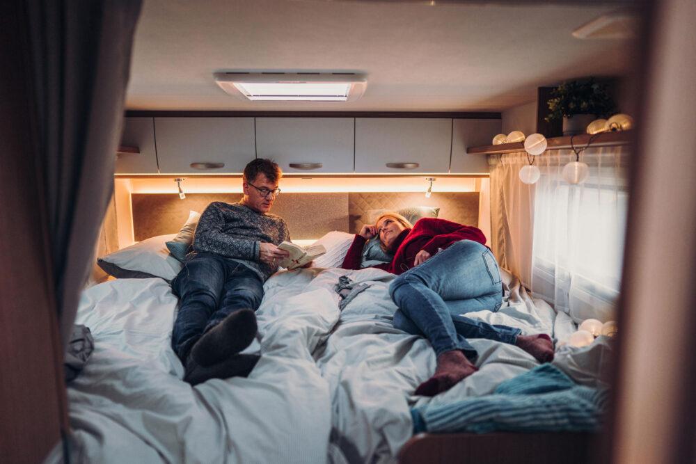 Im Campingurlaub schläft man besser (Bild: © Carado)