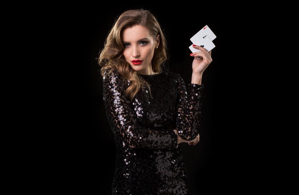 Eleganter Dresscode für den Casinoabend (Bild: nazarovsergey - shutterstock.com)